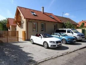 Szállás Győrben nyugodt csendes környezetben, alig pár percre a belvárostól. Kamerával őrzött parkoló.